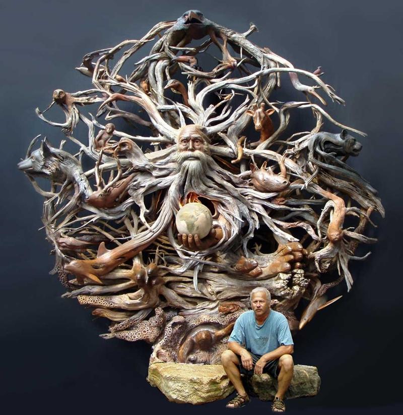 Деревянная скульптура «Вопрос времени». Художник Пол Беликер (Paul Baliker)