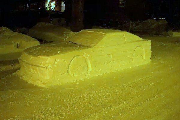 Канадец случайно разыграл полицейских автомобилем-снеговиком. Те остались довольны