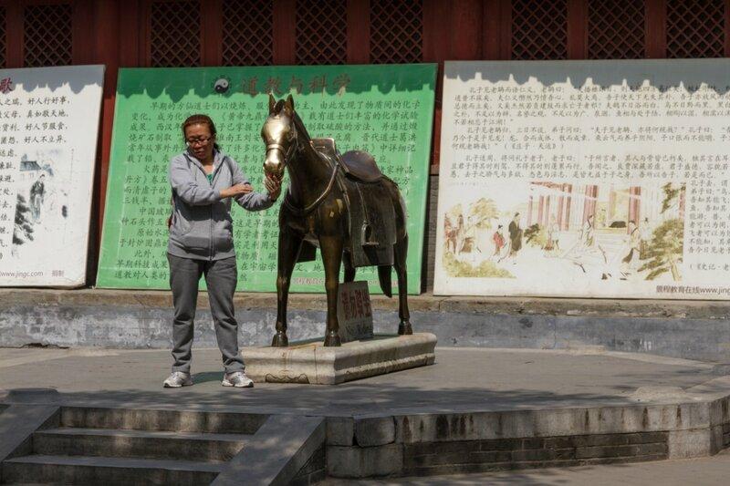Бронзовый мул, храм Белого облака, Пекин