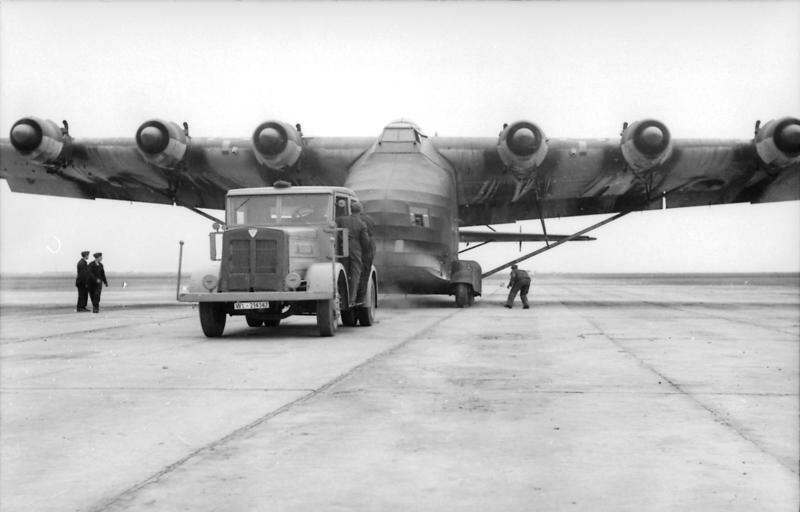 Reichsgebiet, LKW, Flugzeug Me 323 Gigant