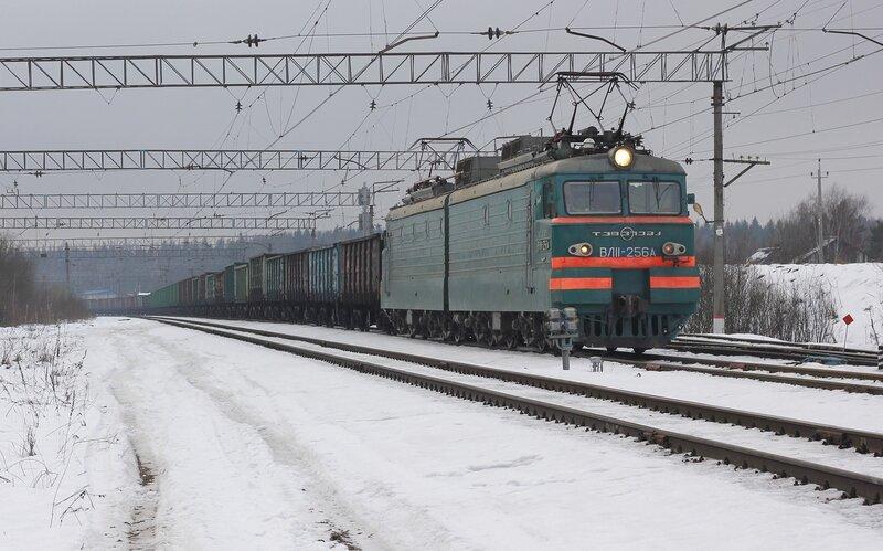 ВЛ11-256 на станции Манихино-2