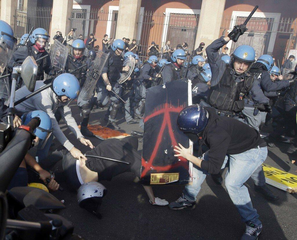 Европу захлестнули гражданские протесты против политики ЕС