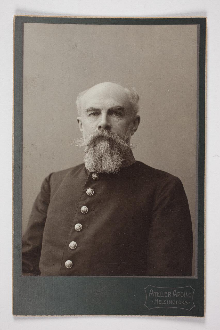 Виктор Магнус фон Борн в мундире. 1906