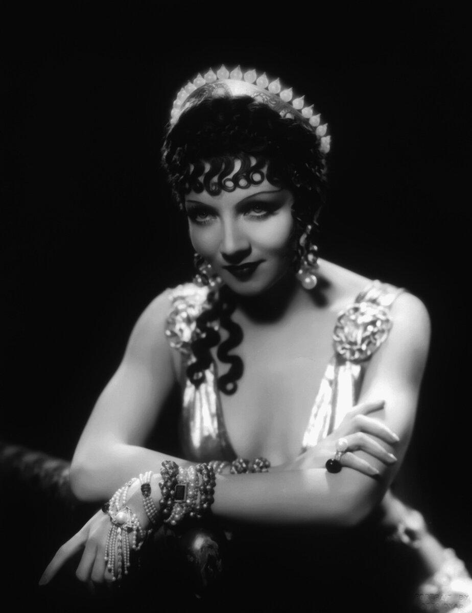 Claudette Colbert-1934-Cleopatra