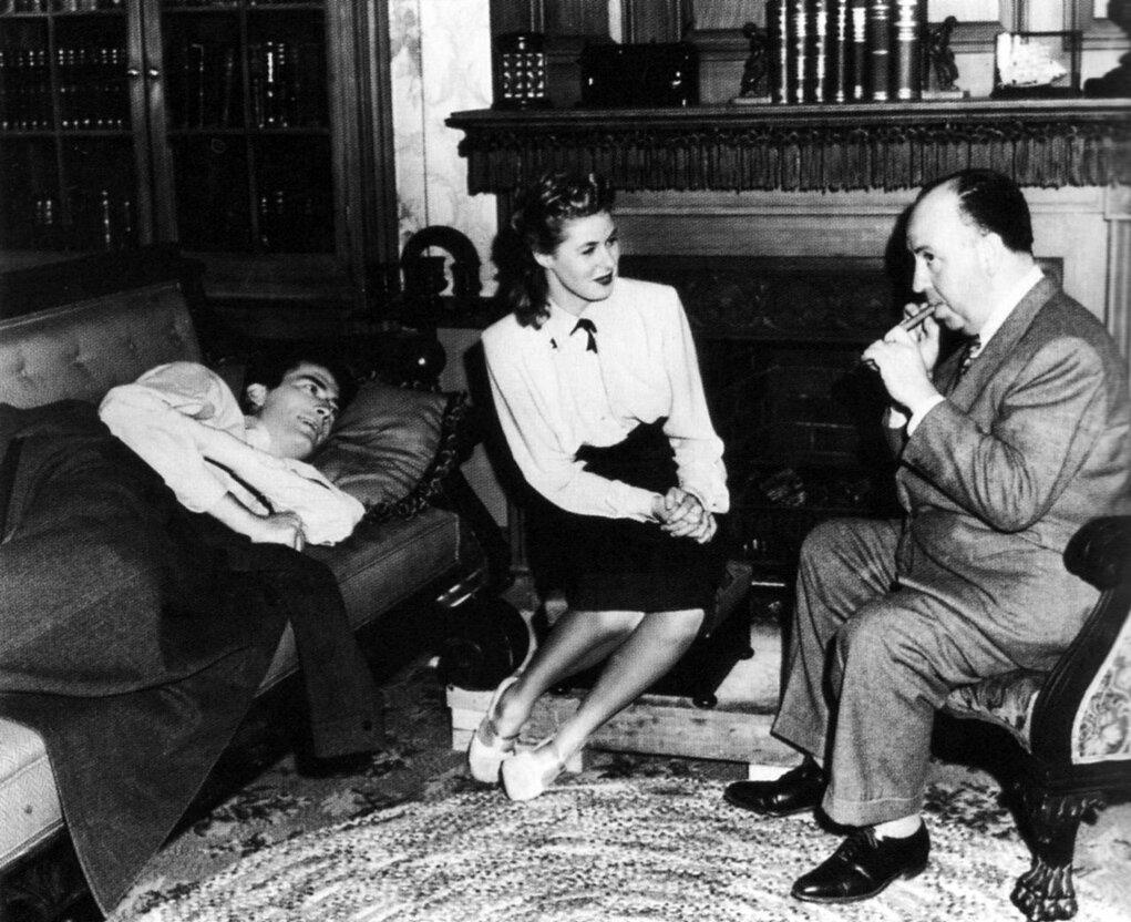 1945. Грегори Пек, Ингрид Бергман и Альфред Хичкок во время съемок «Завороженного»
