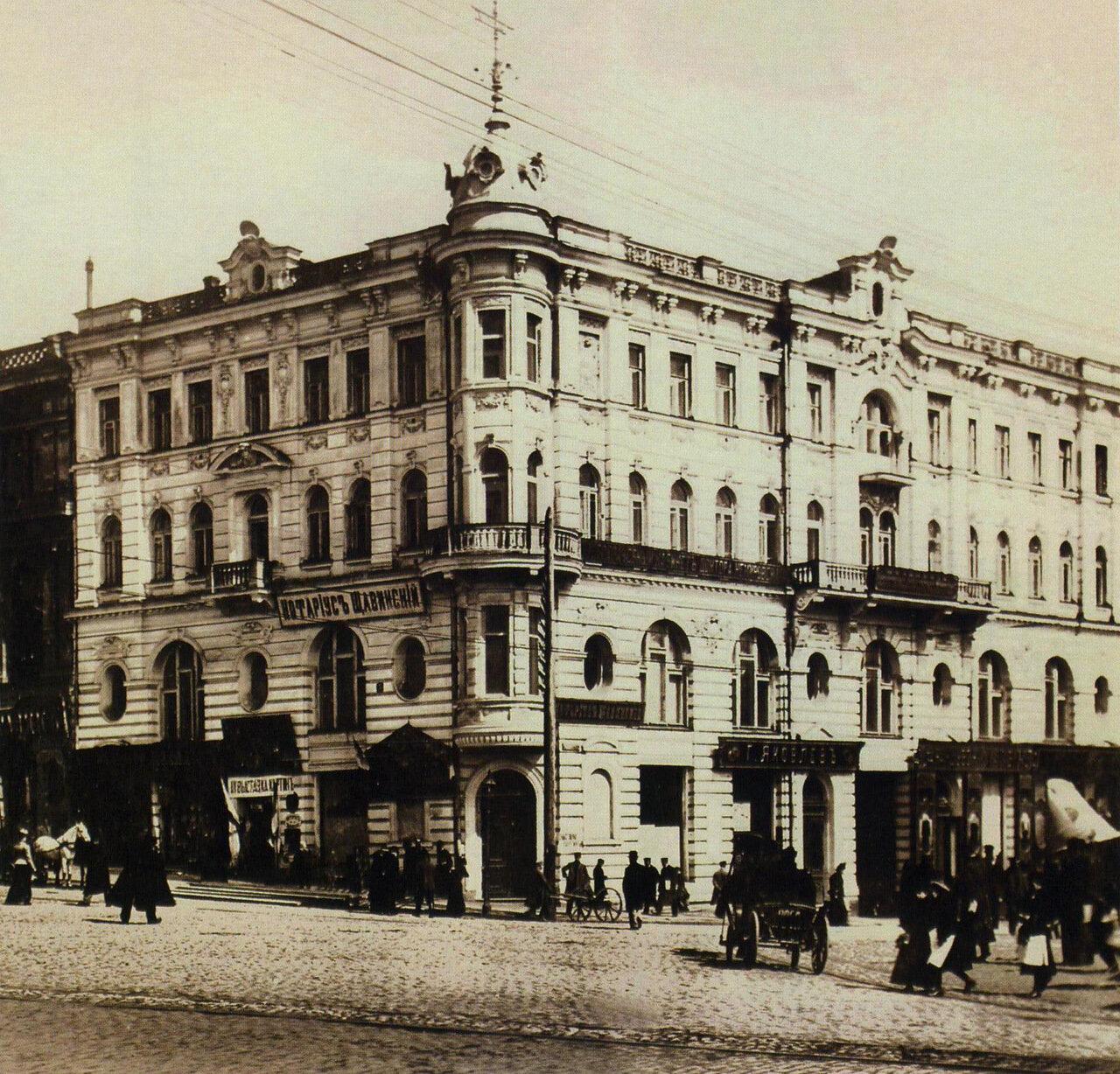 Братский Дом на углу Николаевской площади и Московской улицы
