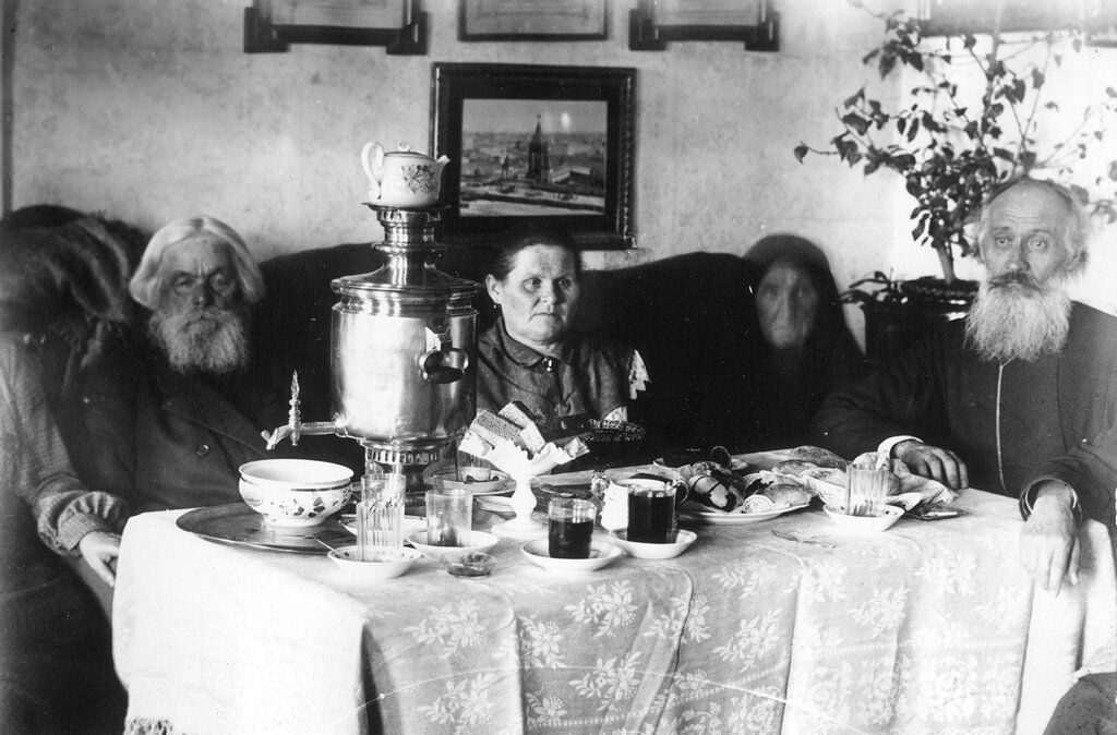 At the table, 1900-10's