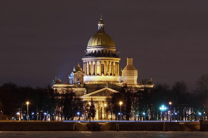 Исакиевский собор с противоположного берега Невы ночью, Санкт-Петербург