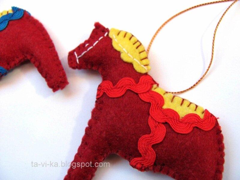 новогодний сувенир - лошадка из фетра