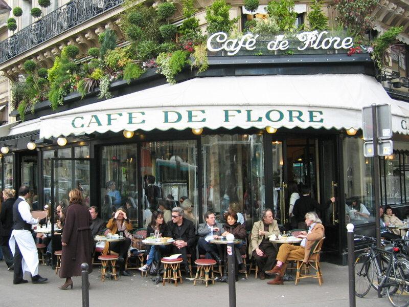 Летнее кафе в Париже