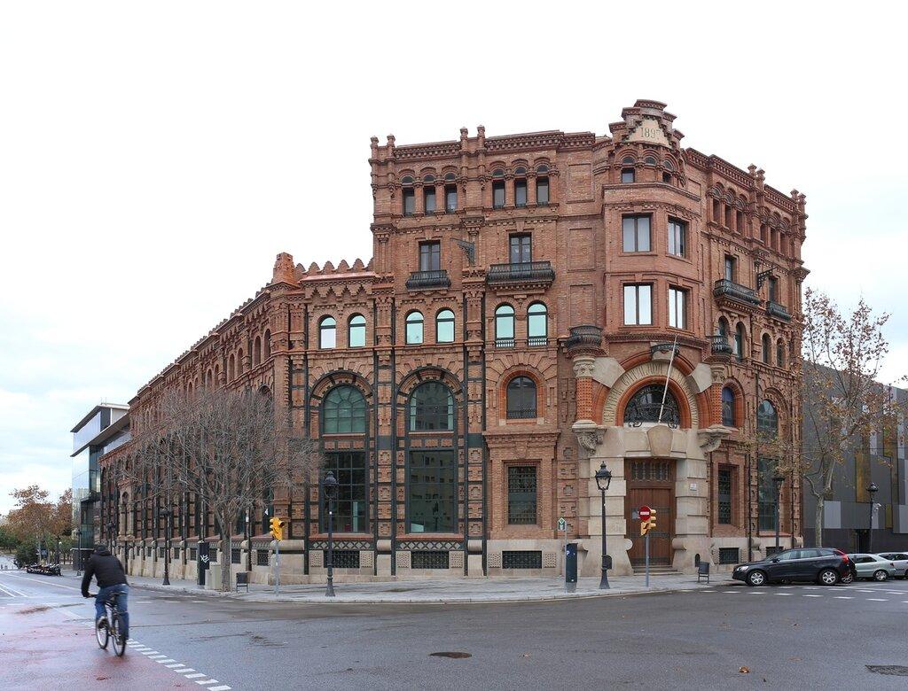 Барселона. здание электростанции