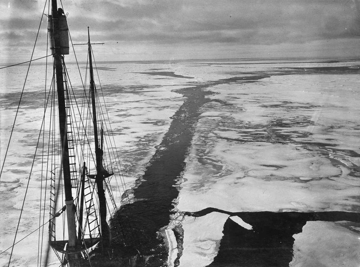 4. Кильватер «Эндьюранса» во время перехода через ледовое море Уэдделла.