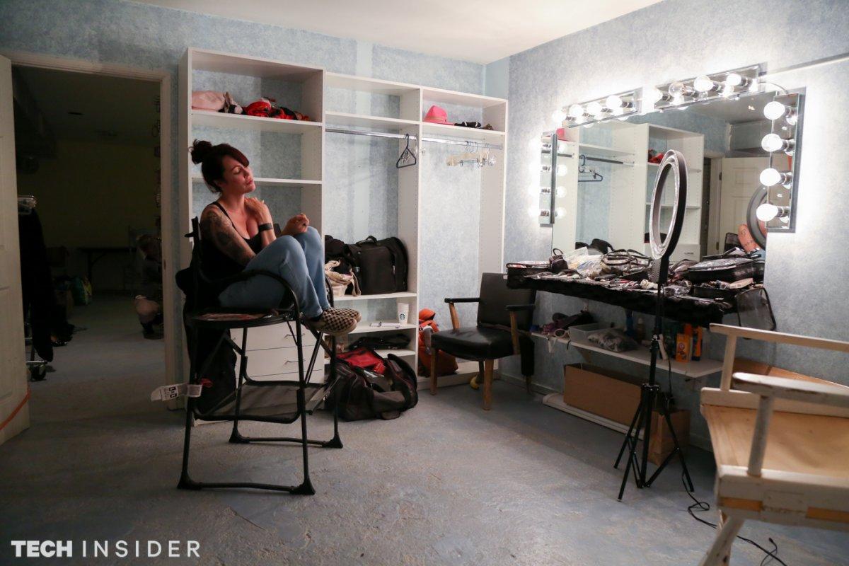 Иногда макияж нужен для «уверенности, чтобы пройти весь путь до конца», объясняет Мерфи.