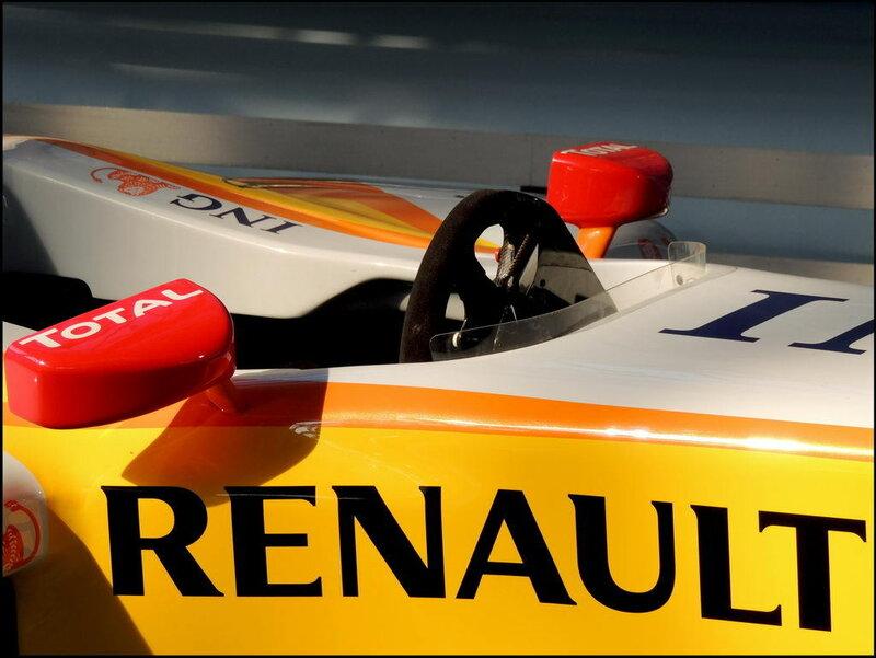 Autoworld 8363 Renault R28 Showcar F1 2008