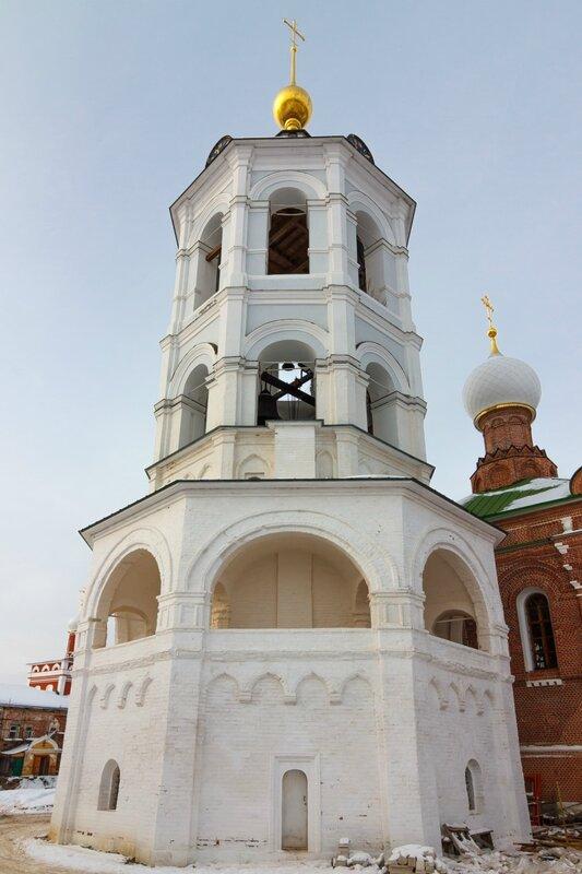 Колокольня с храмом Богоявления Господня в Николо-Пешношском монастыре
