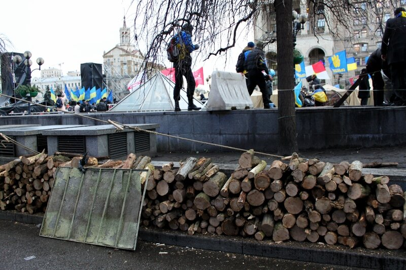 Поленница дров на Майдане