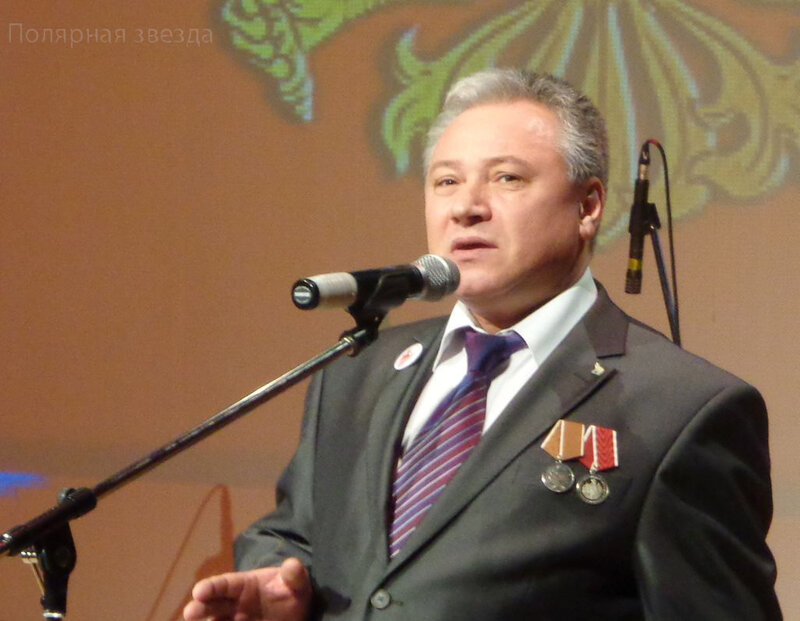 Роберт Царюк - неизменный исполнитель гимна Оленегорского фестиваля солдатской песни