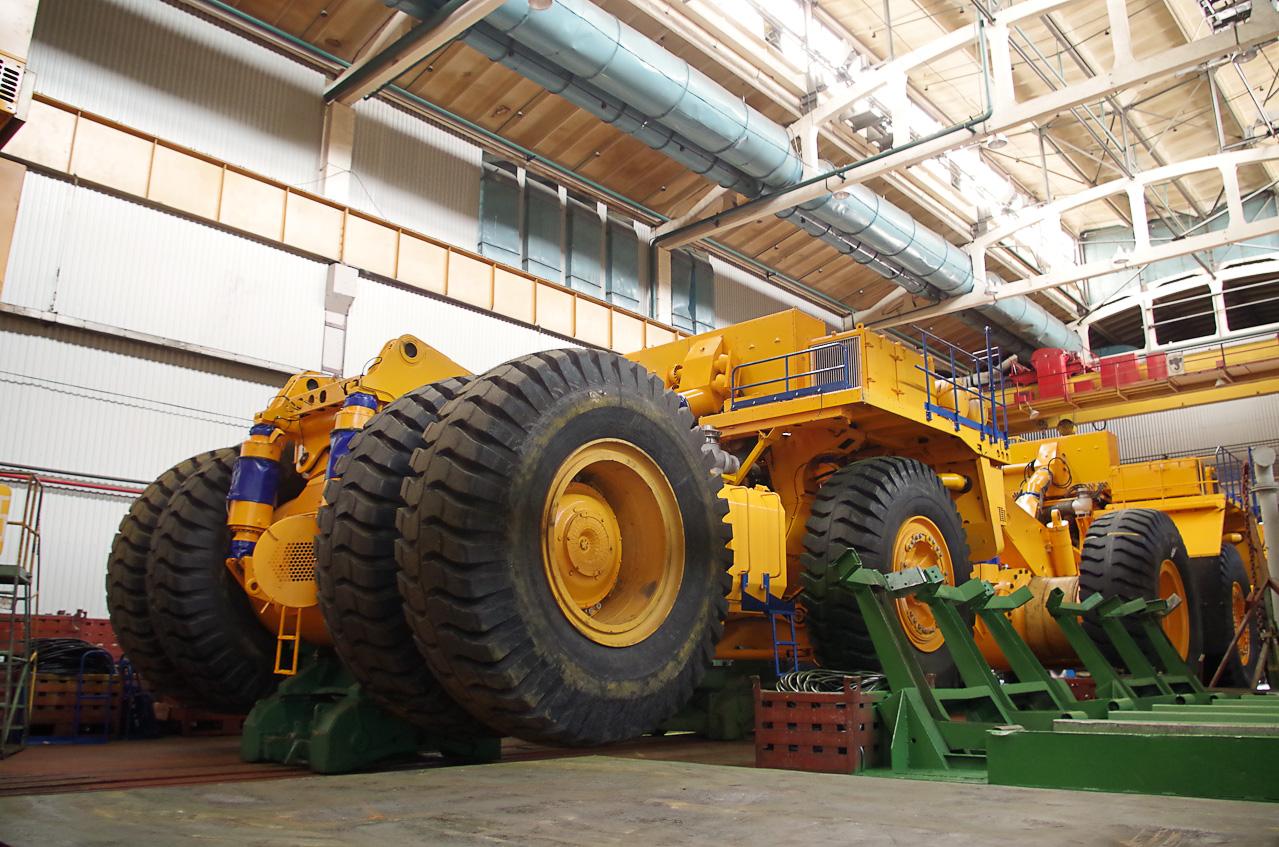 0 92890 69961774 orig Как делают гигантов    БелАЗы.