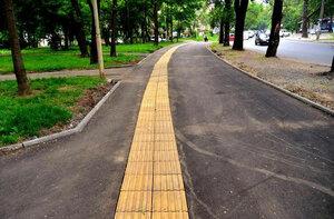 Во Владивостоке появился тротуар для слабовидящих людей