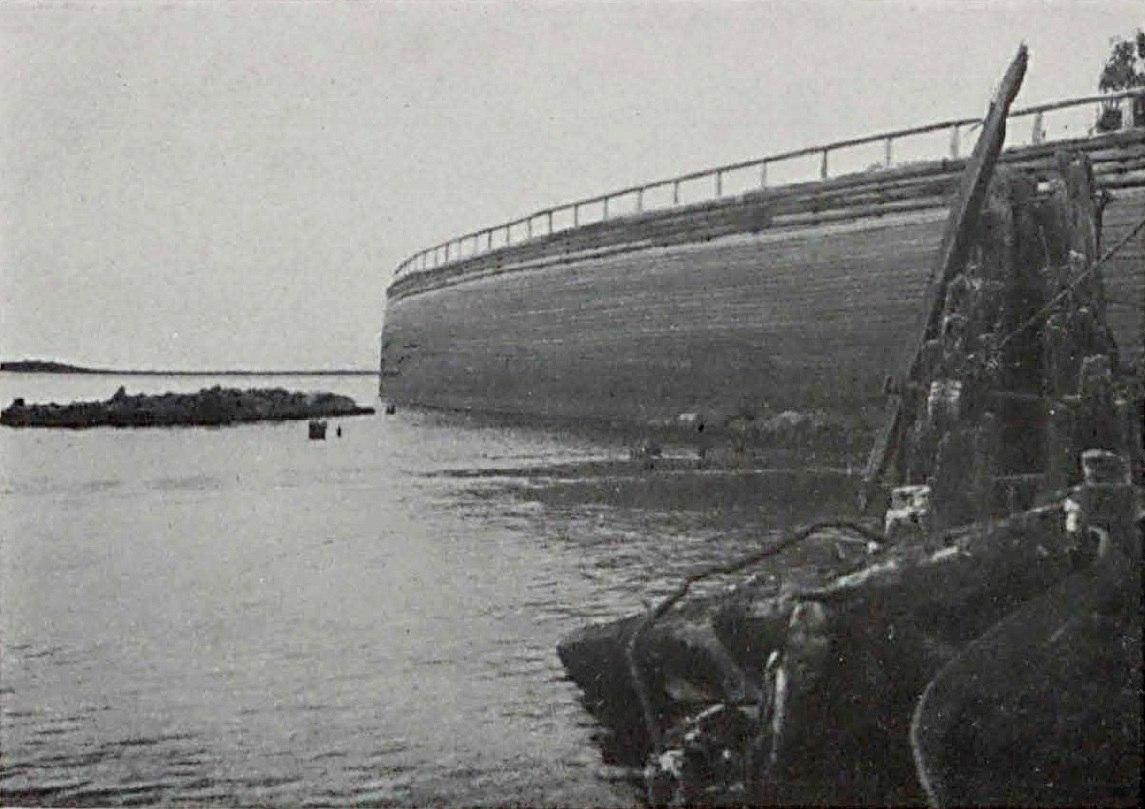 Укреплённый берег и разрушенные ледорезы. 1910