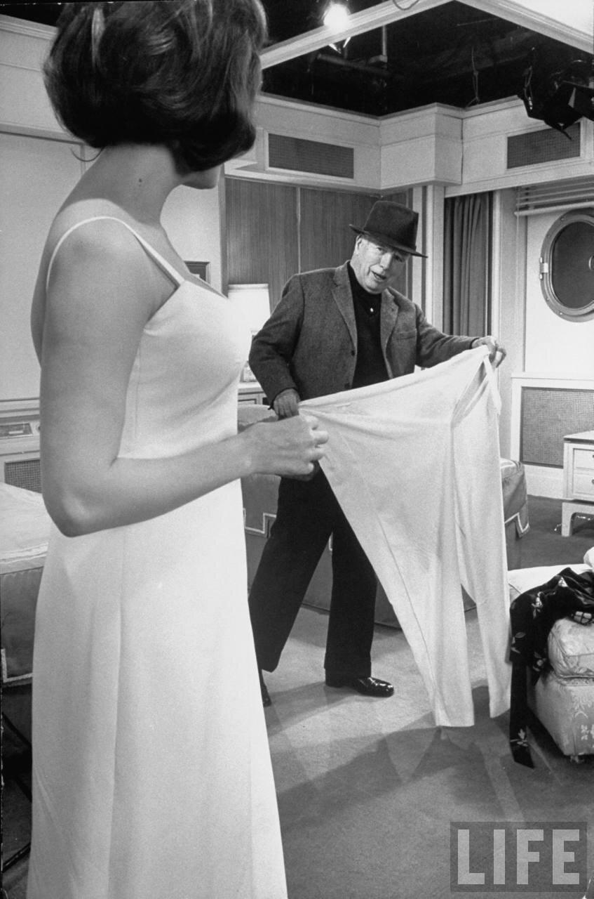 1966. Чарли Чаплин и Софи Лорен на съемках фильма «Графиня из Гонконга».