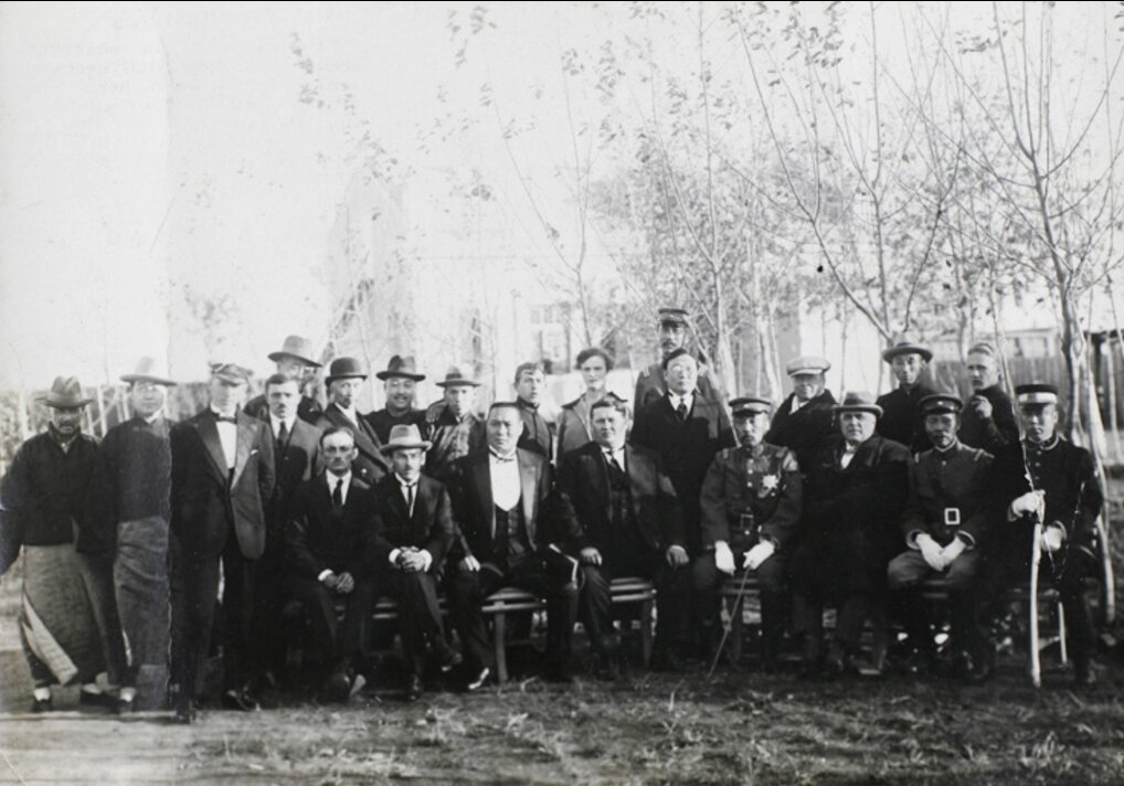 Должностные лица на открытии советского консульства, Хэйхэ , 1924
