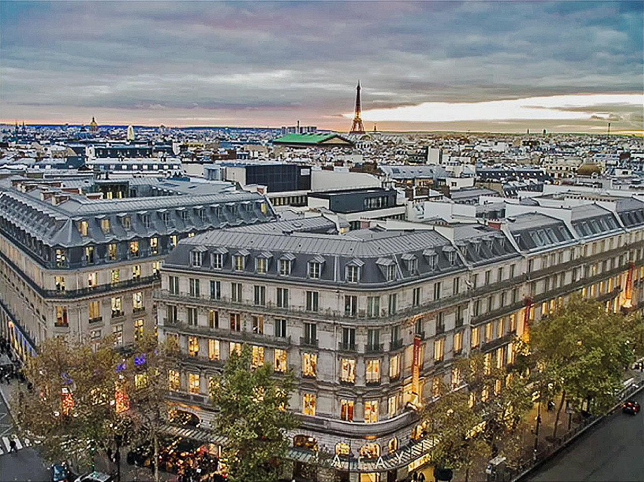 Парижское небо и хмурое утро