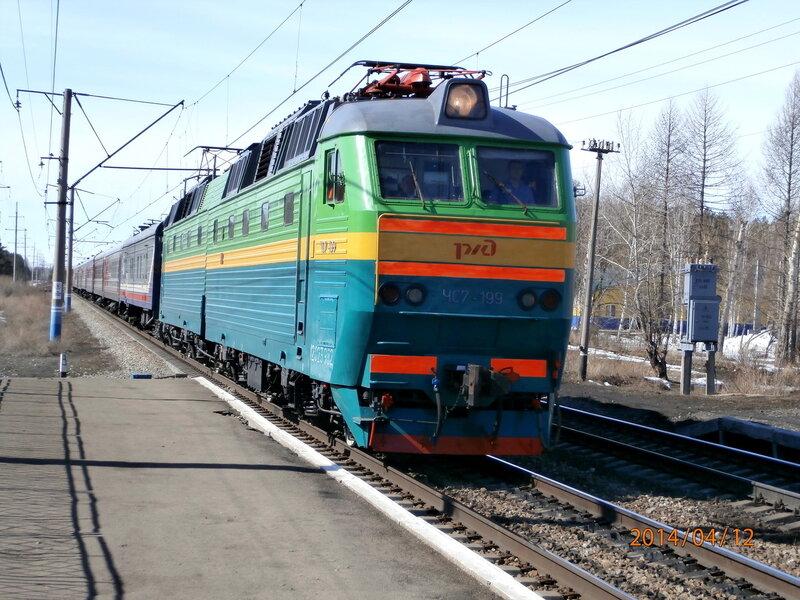Электровоз ЧС7-199 с поездом № 142