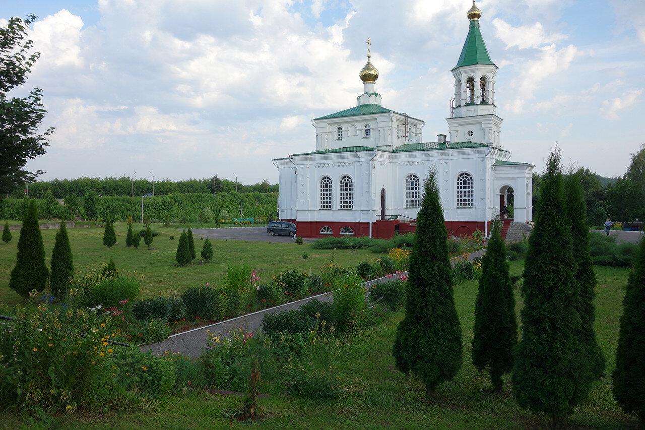 туи и храм