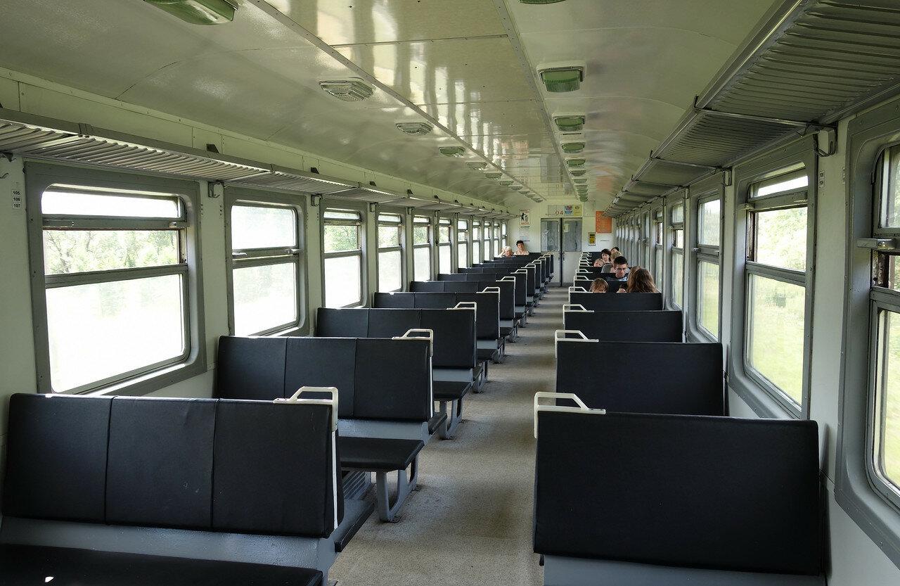 салон прицепного вагона ДРБ1-08