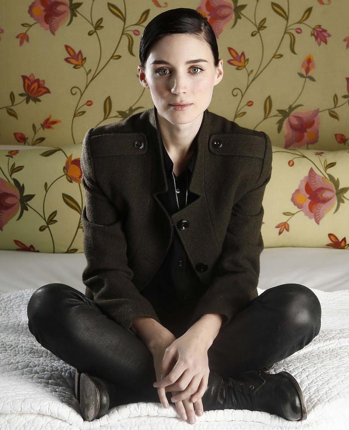 Руни Мара (Rooney Mara) в фотосессии Карло Аллегри (Carlo Allegri) (декабрь