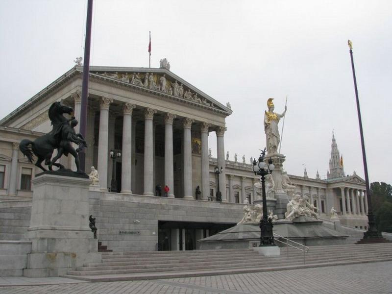 Parlament-640x480_resize.jpg