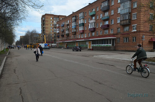 Фотография Инты №6899  Горького 11 и 17 (магазин