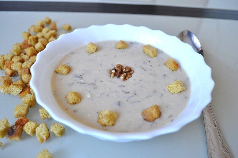 Суп с грецкими орехами и сыром с голубой плесенью в мультиварке – кулинарный рецепт