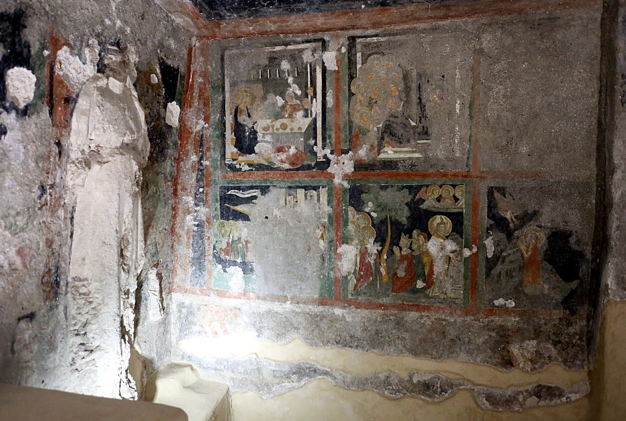 Ischia. Aragonese castle. Generic Crypt in the Cathedral (gentilizia Cripta della Cattedrale)