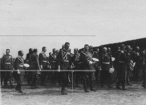 Группа генералов и офицеров на параде.