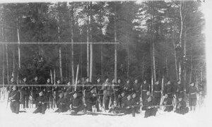 Группа солдат полка на учении в Первой Петербургской императора Александра III бригаде особого корпуса пограничной стражи.
