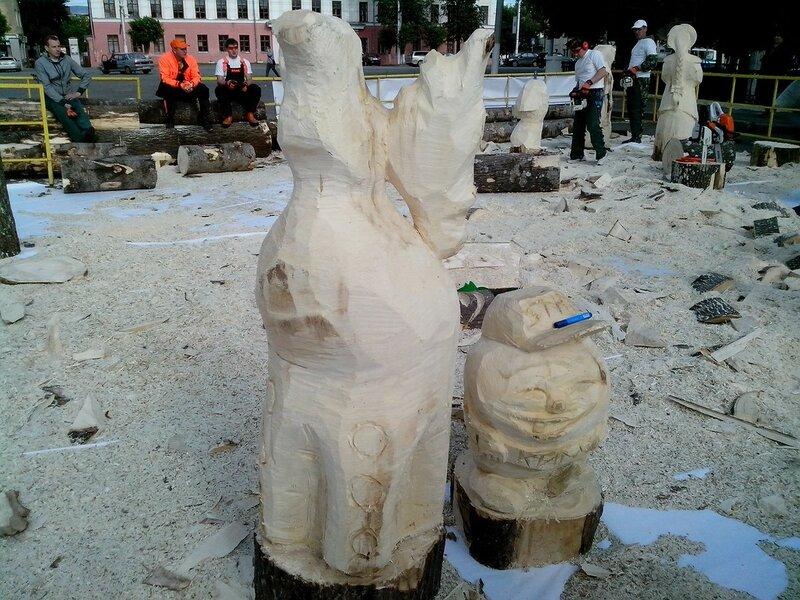 Что-то дымковское и колобок (мастер Назаров Дмитрий Евгеньевоч) - скульптура конкурса «Лесная сказка»