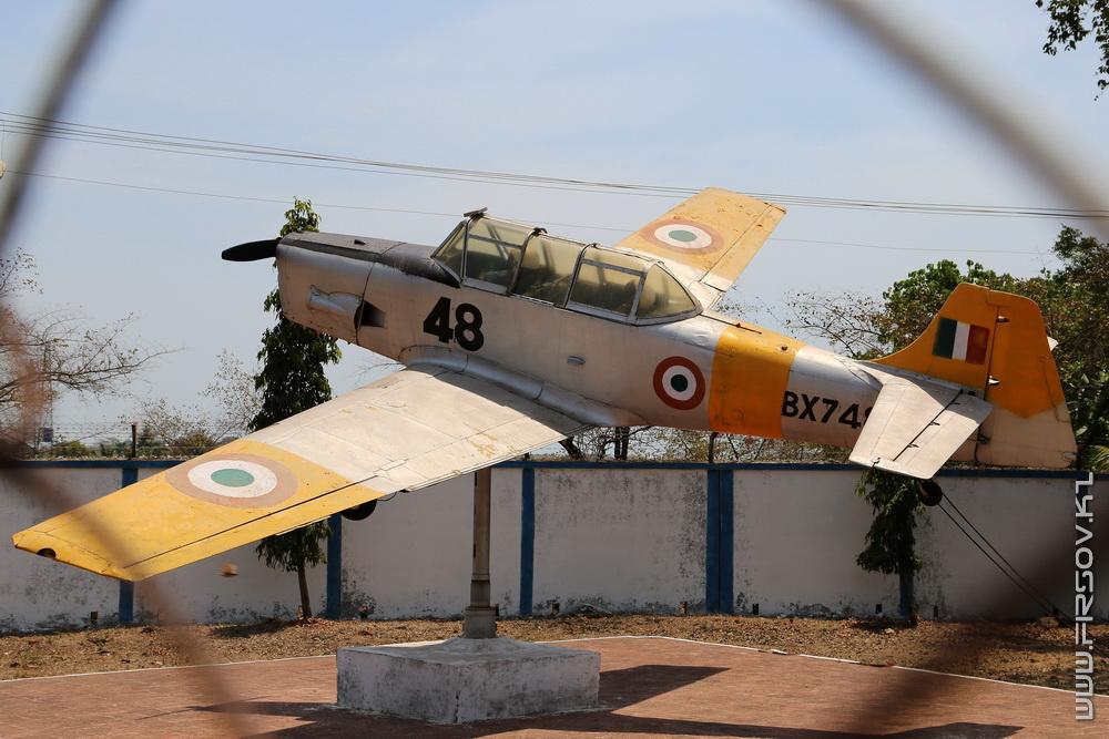 Hyndustan_Trayner_T2_BX74_Indian_Navy_1_GOI.jpg