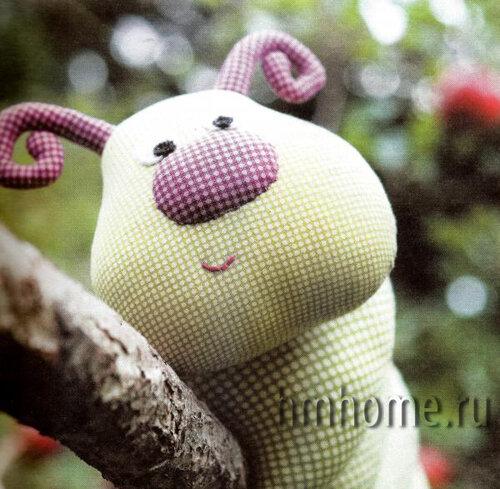 Мягкая игрушка – гусеница