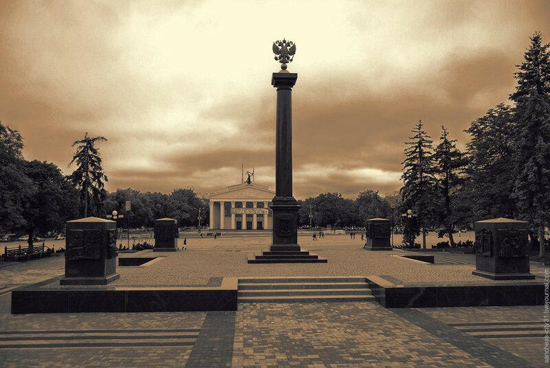 """Стела """"город воинской славы"""", Белгород, фото Sanchess, 2013"""