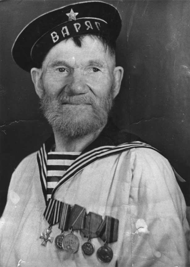 1.Иван Никифорович Шутов - комендор крейсера «Варяг». Медаль За отвагу получил в 1954.jpg