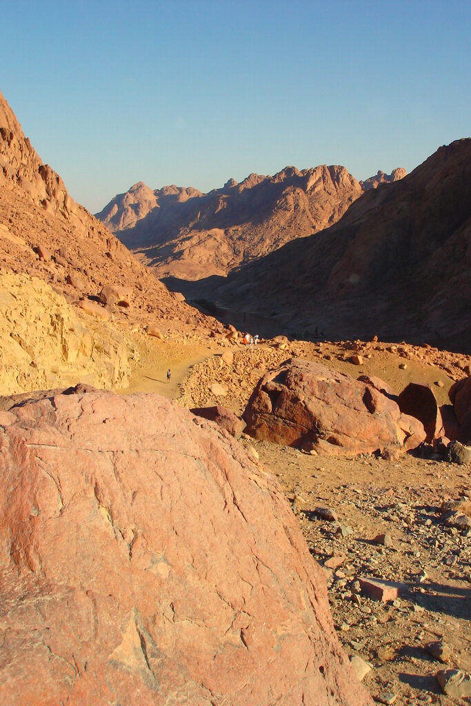 Фотография 17. Пейзаж в окрестностях Монастыря Святой Екатерины в Египте. За тысячи лет ничего не изменилось в горах Синая