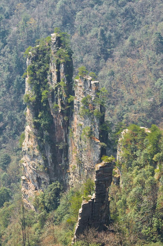 Фото 15. А ведь эти столбы в горах Zhangjiajie сняты на телевик. Поездка в Китай самостоятельно