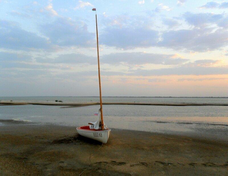 Утро раннее туриста яхтенного...