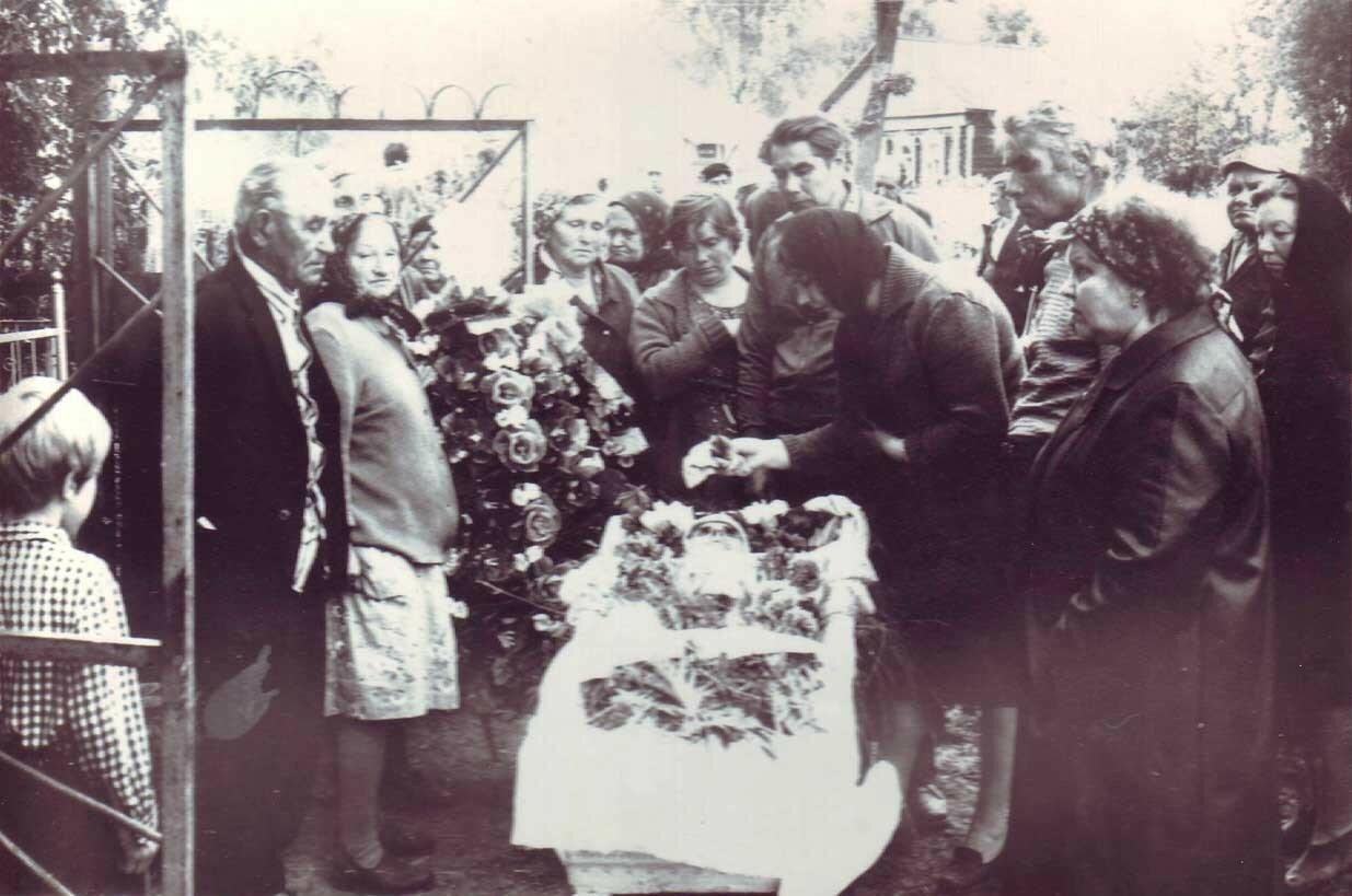 Похороны тёти Насти ((вероятнее всего это кладбище села Павлово)