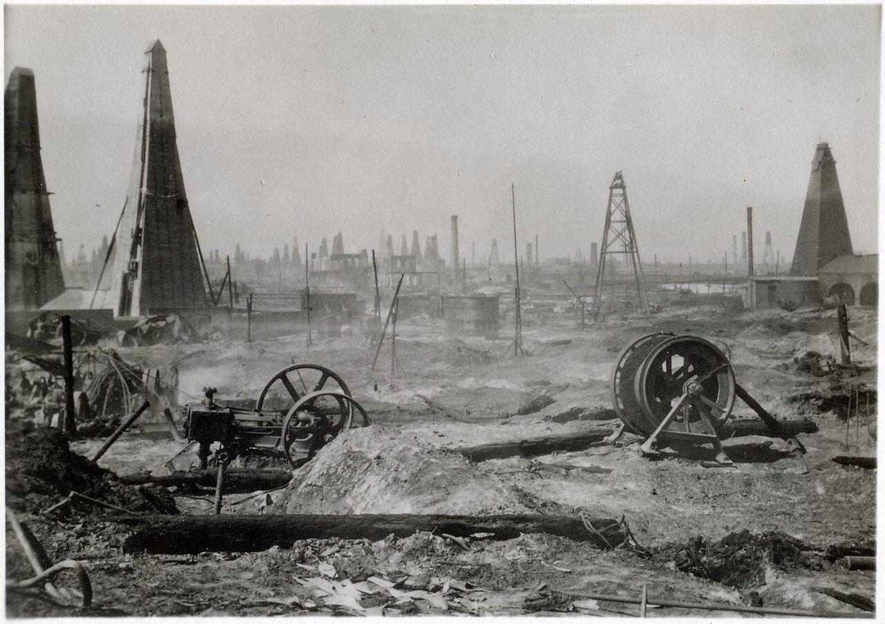 После пожара на нефтяной скважине в Баку