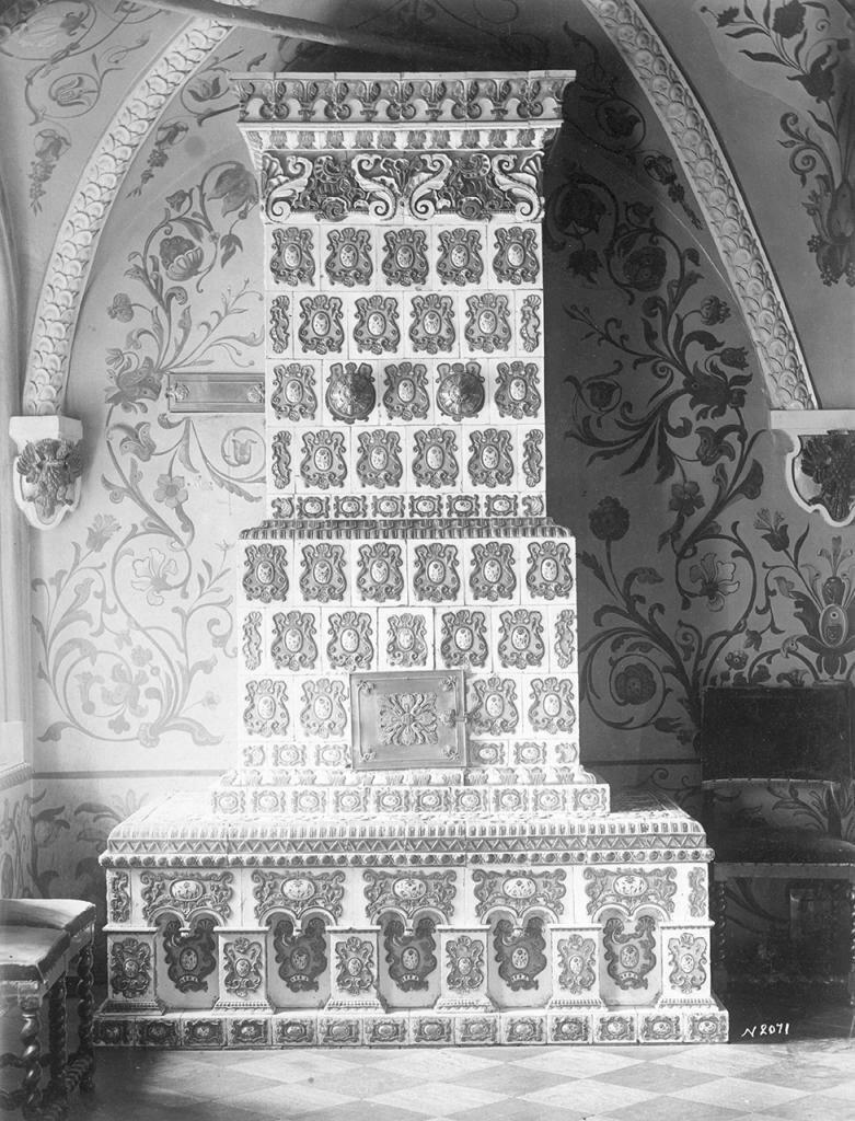 Столовая палата в Теремном дворце. Изразцовая печь