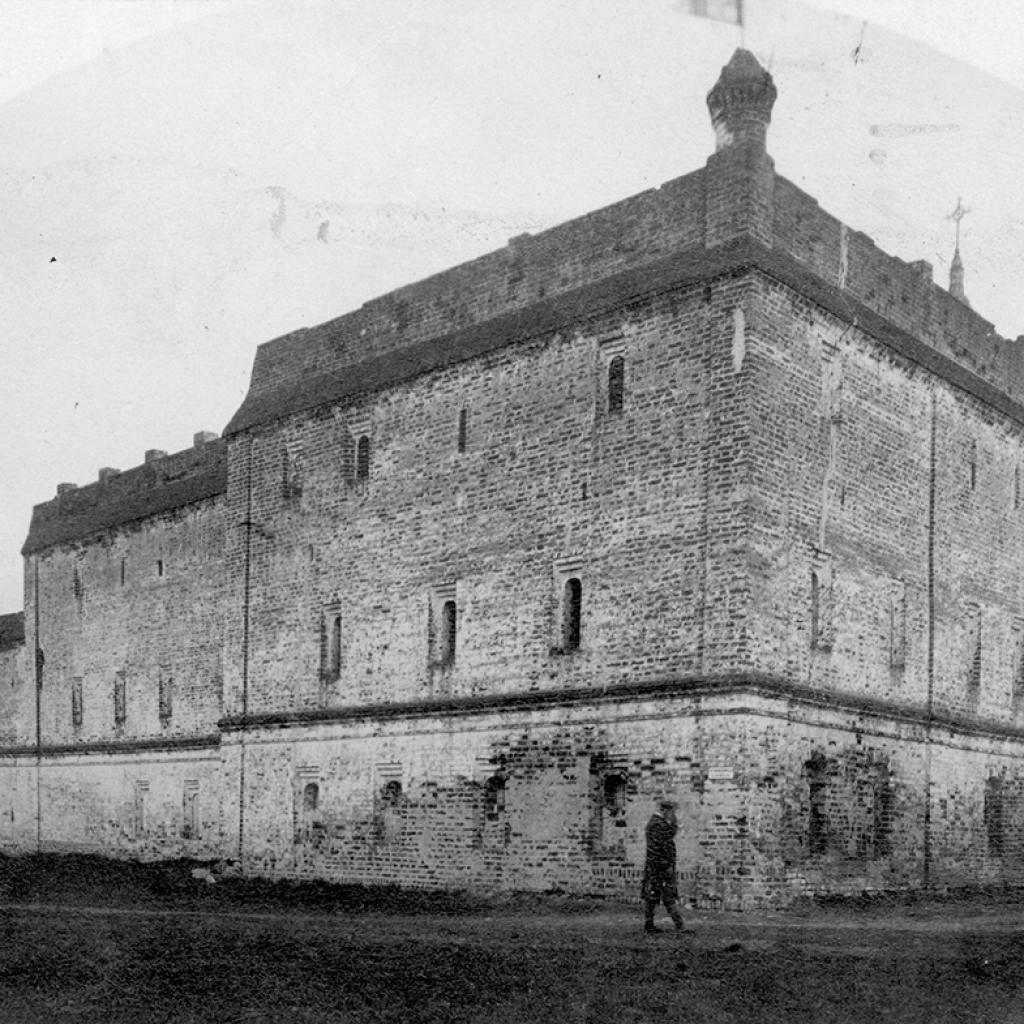 Стены Архиерейского дома, построенного в 1671–1675 гг.