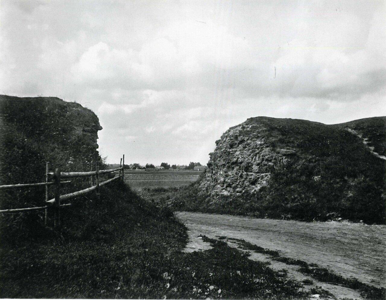 Земляной вал в районе Прусской улицы с видом на Михайловскую слободу. 1911